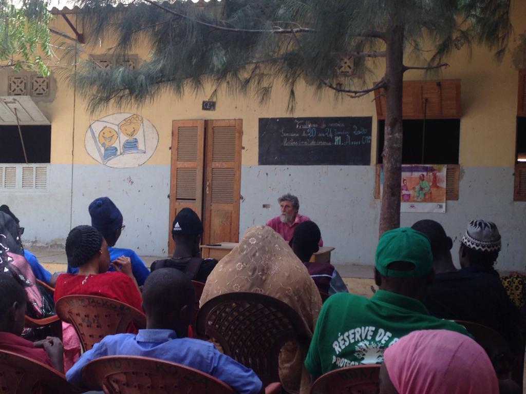 Conférence sur l'économie non-violence à St Louis du Sénégal auprès d'associations de jeunes